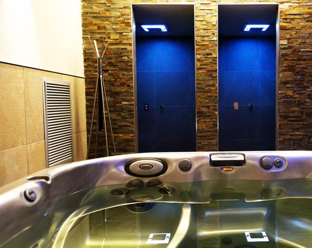 ih-hotels-bologna-amadeus-albergo-4-stelle-spa-idromassaggio-doccia-emozionale