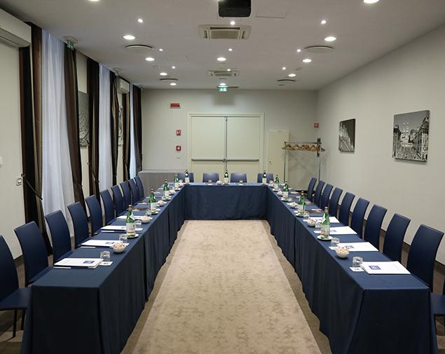 ih-hotels-roma-dei-borgia-sala-meeting-lucrezia