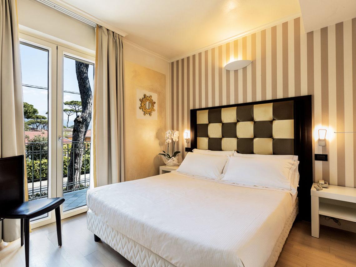 ih-hotels-forte-dei-marmi-logos-camera-classic