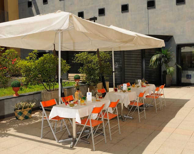 ih-hotels-milano-gioia-patio-lounge-bar