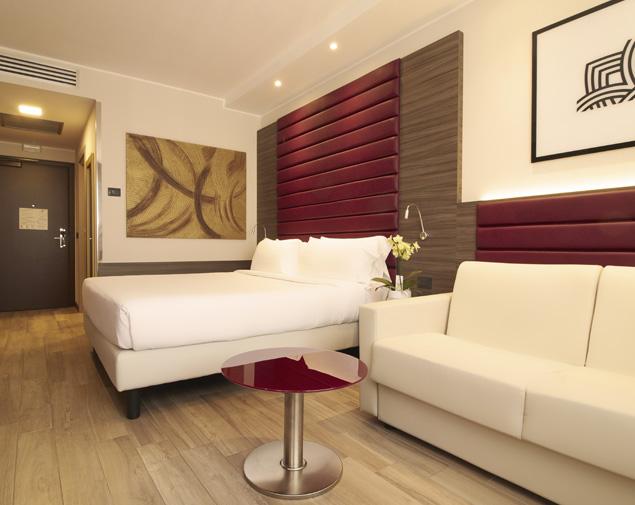 ih-hotels-milano-lorenteggio-camera-matrimoniale-e-sofa-bed