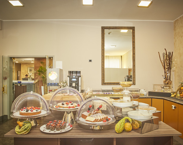 ih-hotels-milano-lorenteggio-hotel-business-international-buffet-breakfast