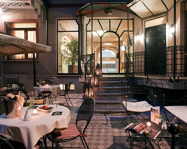 ih-hotels-milano-regency-dehor-aperitivo