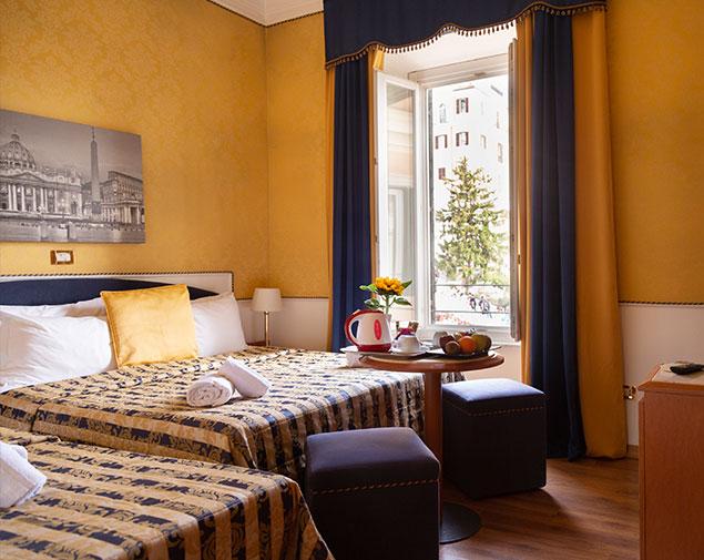 ih-hotels-piazzadispagnaview-guesthouse-roma-camera-tripla