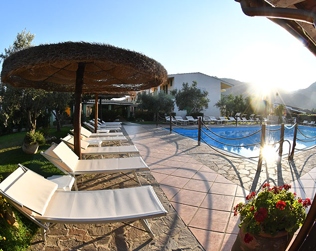 ih-hotels-villasimius-lezagare-resort-piscina