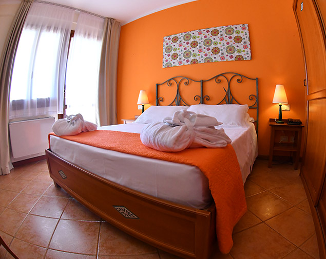 ih-hotels-villasimius-le-zagare-resort_camera